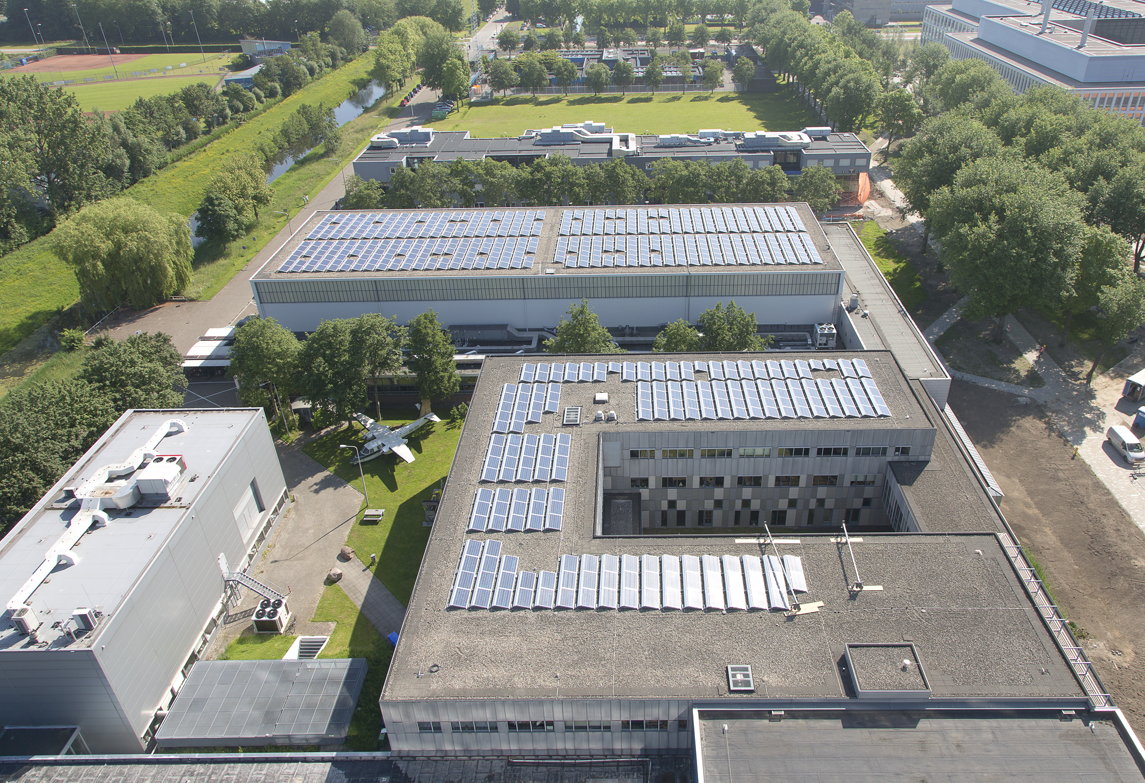 Solar cells on TU Delft roofs